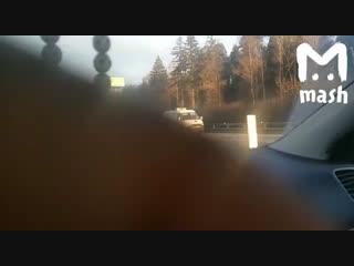 В Москве грузовик протаранил фуру, стоявшую на МКАД после аварии. Двое погибли