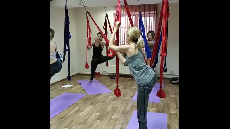 Занятия в терапевтическом гамаке очень грамотная растяжка мышц и аккуратное вытяжение позвоночника 🤗 Летом так хочется быть