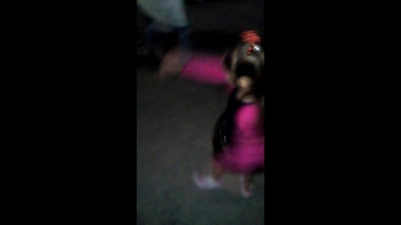 доса танцует