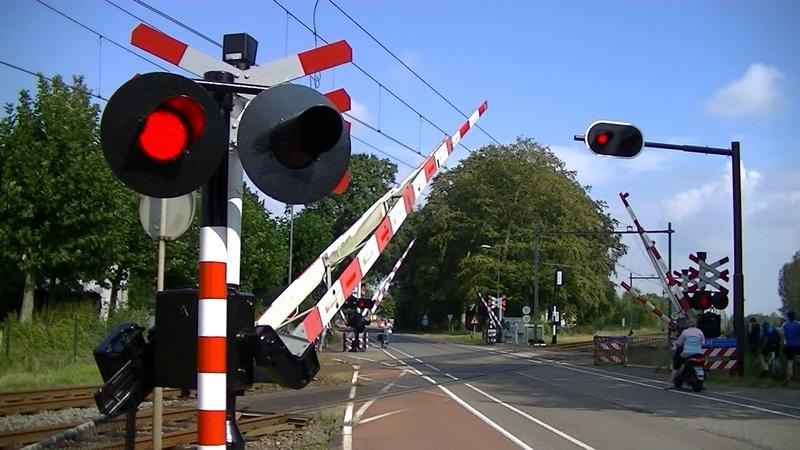Spoorwegovergang Heerle Dutch railroad crossing