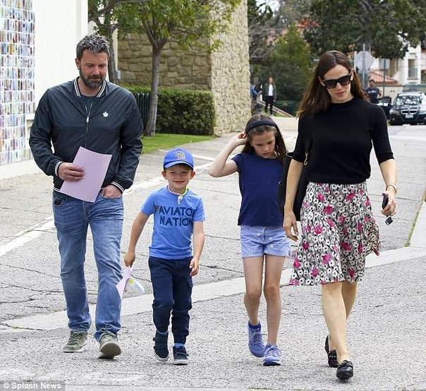 Бен Аффлек и Дженнифер Гарнер обязались полгода посещать семейного психотерапевта Бракоразводный процесс Бена Аффлека и Дженнифер Гарнер на финишной прямой - от официального статуса холостяков