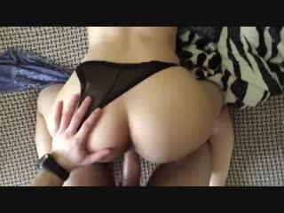 Зрелую дамочку трахнул не снимая трусики (домашнее, порно, секс, жесткое, порево, минет, анал)