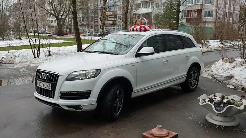 Белая Audi Q7 в свадебном украшении вариант 46 @auto-na-prokat.ru