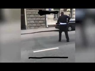 Нападение с ножом на полицейского в Москве