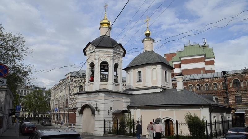 Звон колоколов в Велико-Петровском монастыре в Москве