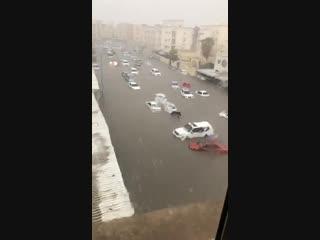 Масштабные затопления после продолжительного дождя в городе Доха (Катар, 20 октября 2018).
