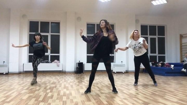 "L A B. F U J I K O on Instagram ""Having F U N with my girls @waana.neagu @irinalalciu !! 💥💥💥💥💥 Choreo during my workshop in Romania 🇷🇴 THAN..."