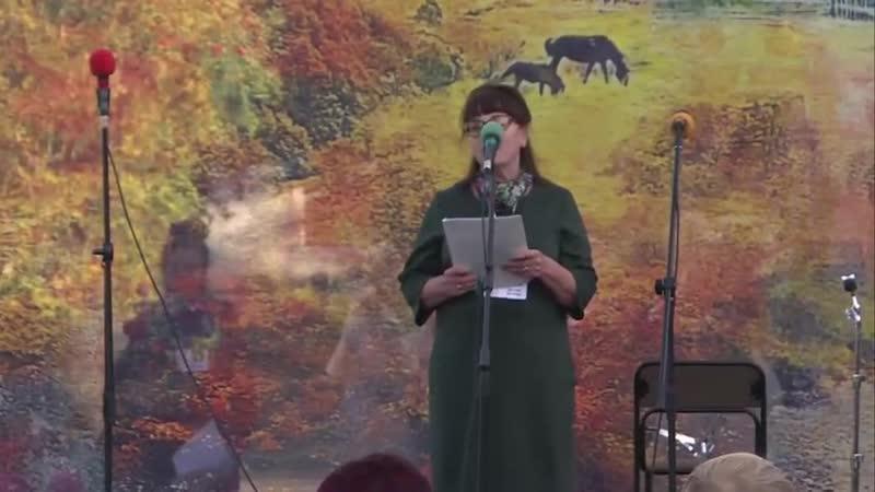 У микрофона поэт, писатель Татьяна Мирчук ( г. Комсомольск-на-Амуре).