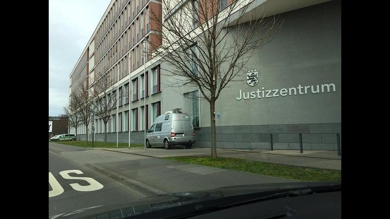 Die Leine des Grauens am Randes des Feldmann Prozesses in Wiesbaden