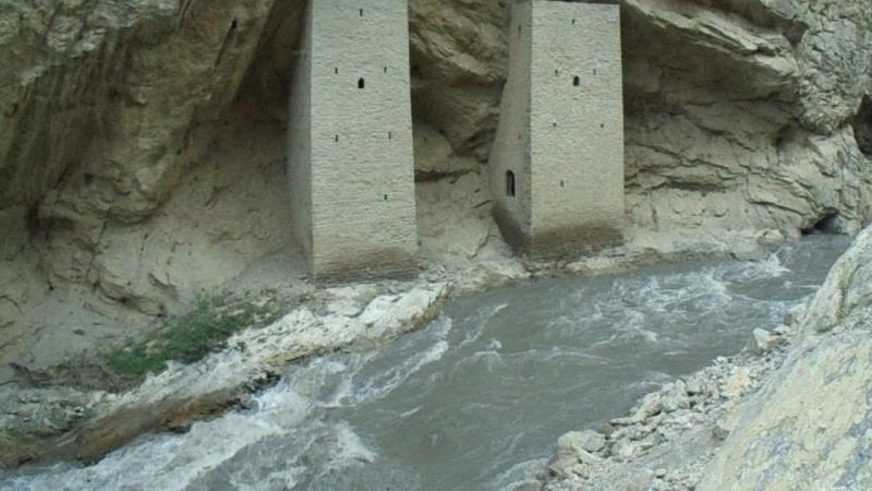Аргунское ущелье. (Ушкалойские башни, река Аргун)