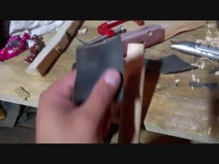 Как намертво насадить топор, кувалду или молоток на деревянную рукоять.mp4