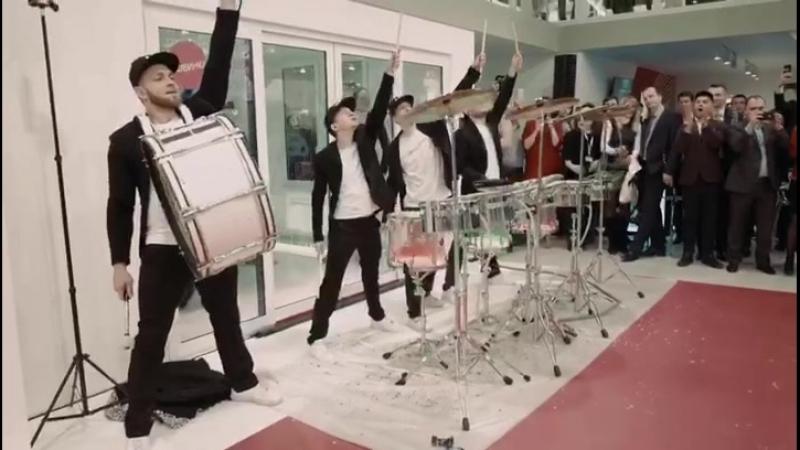 Шоу барабанщиков на стенде REHAU