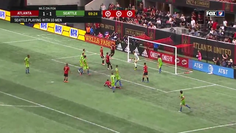 This is the 2nd time this game that Atlanta have run this set piece play.