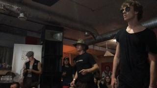 The guys from ТАЭТ vs Evpakingz