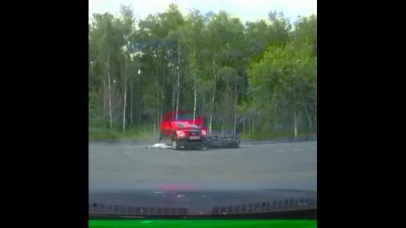Жесть из Пушкинского района. Столкнулись мотоцикл и авто. Погиб водитель мотоцикла, а его пассажир — в тяжёлом состоянии. До это
