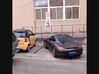 Герой парковки. Как наказать тех, кто паркуется на полтора места