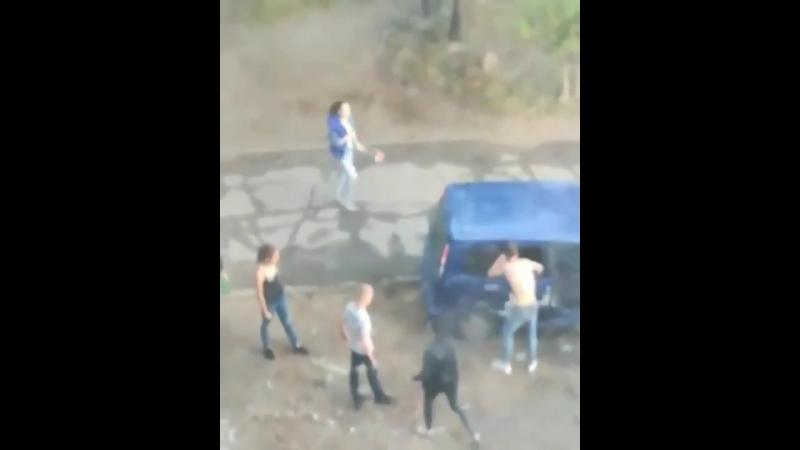 Пьяные подростки напали на женщину в Хабаровске ч.1