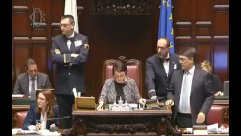La grinta di Giorgia Meloni alla Camera che mette con le spalle al muro il Governo e fa approvare dal Parlamento la nostra mozio