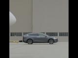 Tesla Model X буксирует Boeing