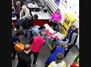 Женщина родила, расплачиваясь на кассе супермаркета