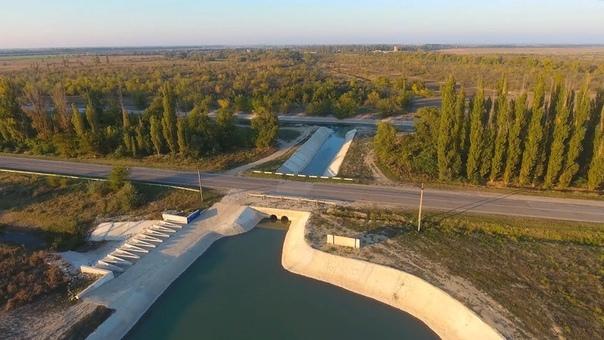 Новоивановский гидроузел Новоивановский гидроузел перенаправляет часть стока реки Биюк-Карасу в Северо-Крымский канал. С 2014 года через этот гидроузел поступает основной объём воды в крымскую