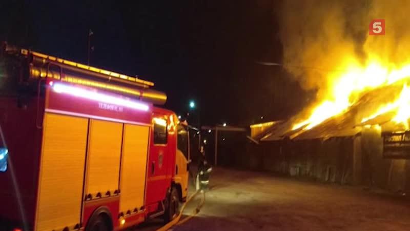 В Челябинске вспыхнули склады есть угроза взрыва