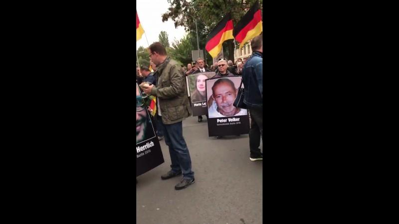 Chemnitz - Fr. Merkel das sind ihre Opfer.