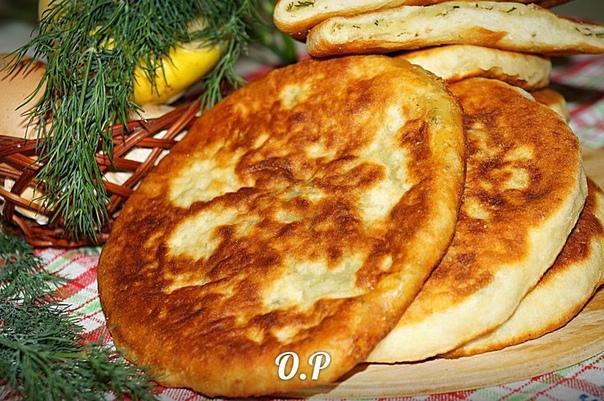 лепёшки на кефире с картошкой для приготовления понадобится:для теста:кефир - 1 стаканмука - 3-3,5 стаканасода-0,5 чайной ложкисоль- щепоткадля начинки:картофель - 3 штзелень- небольшой пучок (у