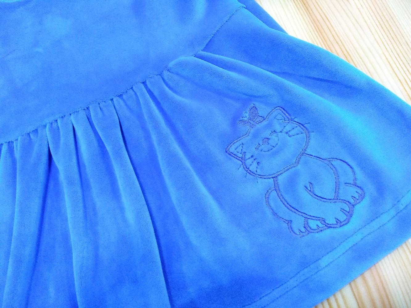 Детские платья из мягкого велюра с вышивкой на юбке.