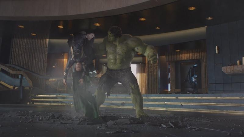 Халк вбивает Локи в пол (Мелковат) Мстители (2012)