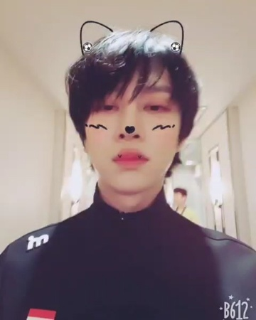 "Kim Hee Chul on Instagram: ""大家好久不见🐱🍒 真的是好久没来中国了🇰🇷✈🇨🇳 太多中国的花瓣们来迎接我, 没能一一跟你们打招呼真的很抱歉😧😔😭 大家的安全是最重要的!!🏃♂️🏃♀️ 希望有机会我们下次再见!!💕🌻👫 CHINA 上海 AVAJAR"""