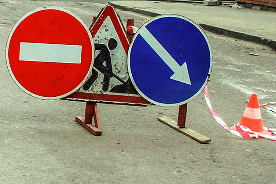 В Таганроге из-за ремонта аварийного коллектора движение на участке по ул. Ейской временно закрыто