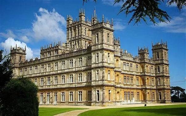 Реальное Аббатство Даунтон замок Хайклер Съёмки популярного английского сериала «Аббатство Даунтон» проходили в замке Хайклер. Роскошный замок в Беркшире был отобран как главное место действия,