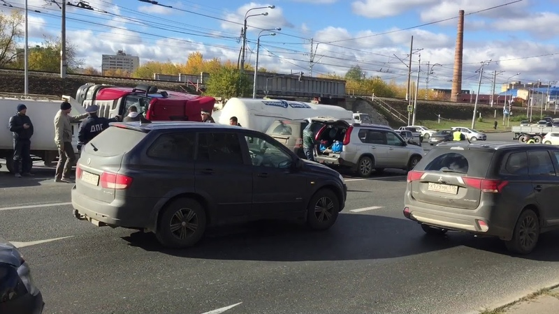 Фура на кировской дамбе перевернулась Казань ДТП авария в Казани
