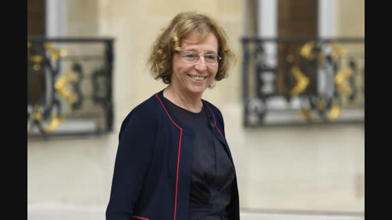 Muriel Pénicaud ... NON c'est pas un cauchemar, aujourd'hui en France sa ressemble à ÇA une MINISTRE DU TRAVAIL !!
