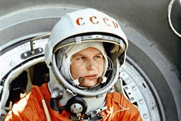 Валентина Терешкова Валентина Терешкова первая женщина, отправившаяся в космос. По сей день она остается единственной в мире женщиной, отправившейся в космический полет в одиночку, без