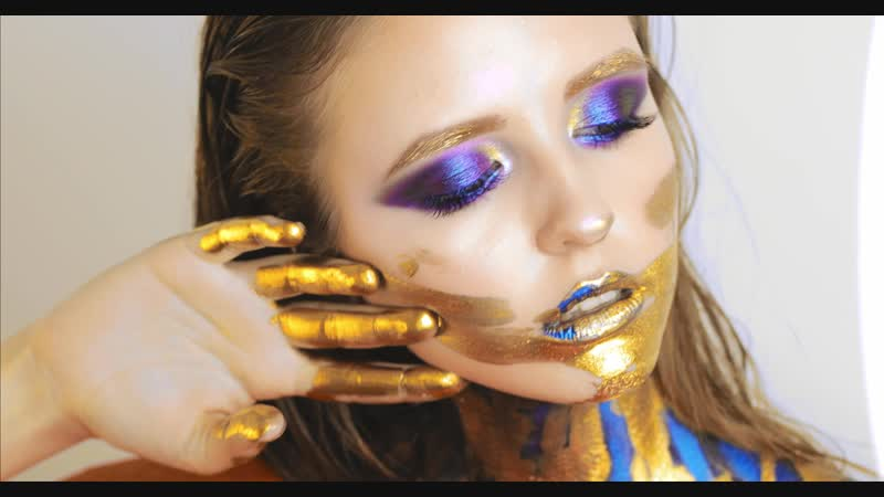 Gold Purple MakeUp CloseUp