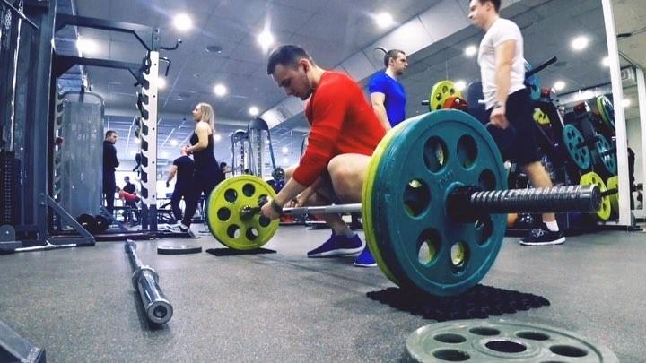 Фитнес Тренер on Instagram 🔥ЧАСТЬ МОЕЙ ТРЕНИРВОКИ🔥 ✅Взятие на грудь в сед 70 80 90х3 ✅Становая сумо 110 5х10 ✅Тяга к поясу в наклоне 4х15 ✅ТВБ 4
