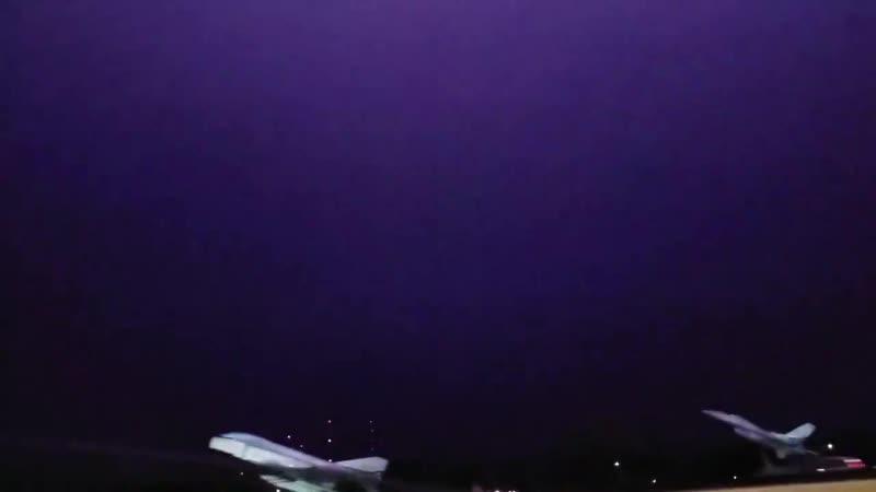 ..утром 18 апреля .. восходящая молния от вышек связи в West Austin Техас..