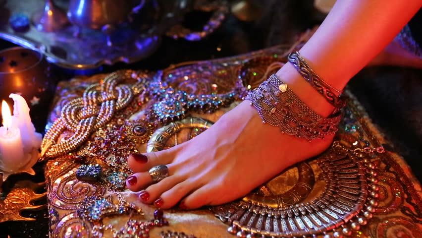 женская украшенная ступня индия