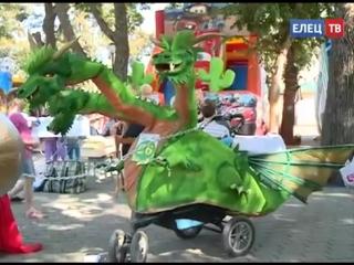 В Детском парке Ельца прошел парад колясок, самокатов и велосипедов
