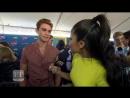 2018 › интервью для ET Canada на ковровой дорожке премии Teen Choice Awards › 12 августа