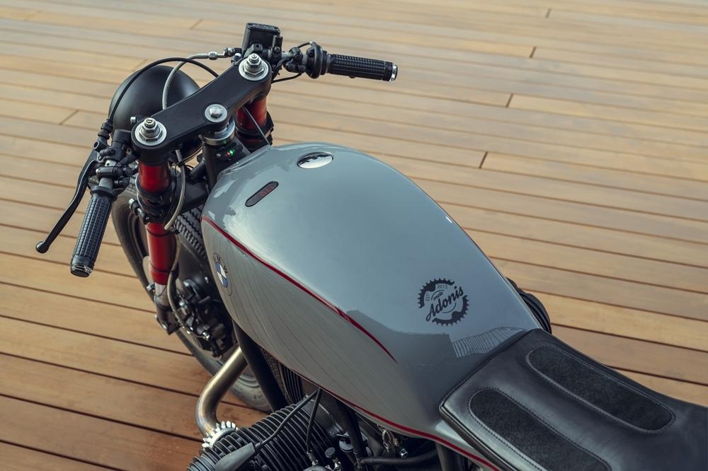 Moto Adonis: кафе рейсер BMW R80RT