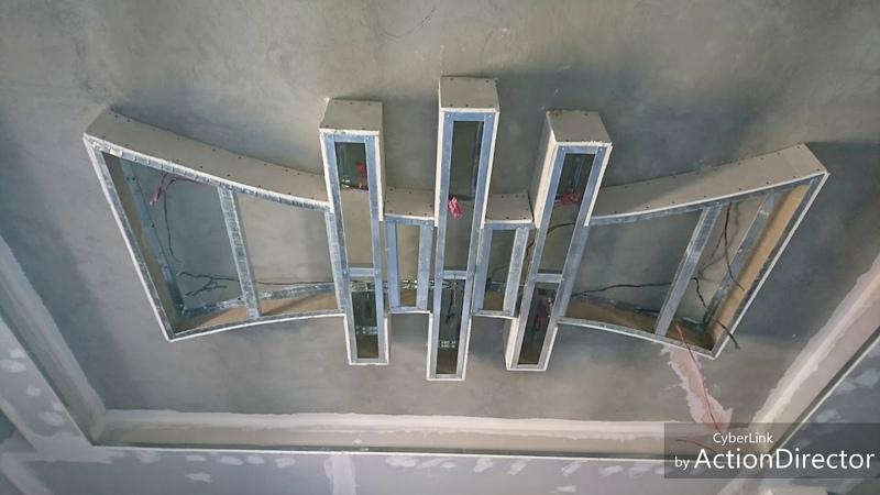 Décoration salon avec placoplatre enduit et peinture moderne