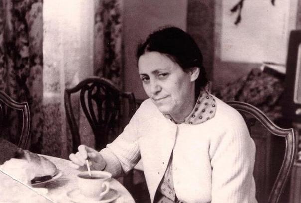 Мама Ра - Рахиль Мессерер, мама Майи Плисецкой