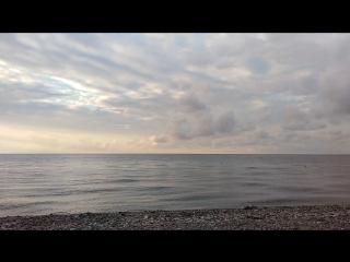 Рассвет на фоне гор и моря