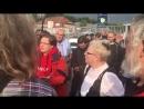 Pro-Chemnitz-Anhänger streiten mit Gegendemonstrantin – Video eines verzweifelten Dialogs