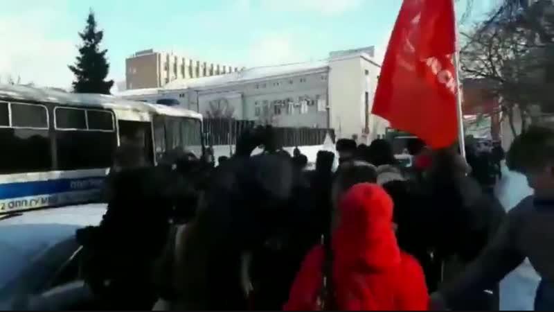 Возле посольства Японии в Москве полиция провела жёсткое задержание протестующих против передачи Курил