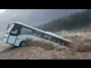 В Гималаях автобус смыло в реку.