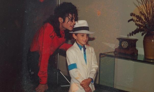 Семья Майкла Джексона потребовала 100 миллионов долларов из-за фильма о нем